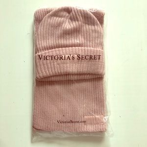 VS Tuque and matching scarf